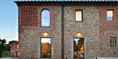 037_CASALE IN CAMPAGNA : Case in stile in stile Rustico di MIDE architetti