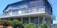 屋上を大地にして住宅をつくる: ユミラ建築設計室が手掛けた家です。