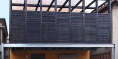 デッキテラスの家2: ユミラ建築設計室が手掛けた家です。