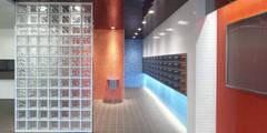 カラフルにマンションリフォーム: ユミラ建築設計室が手掛けた玄関/廊下/階段です。