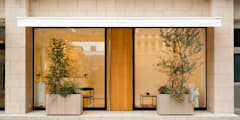 E BENE: 株式会社深田建築デザイン研究所が手掛けた商業空間です。