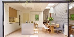 Cucina in stile in stile Moderno di Holloways of Ludlow Bespoke Kitchens & Cabinetry