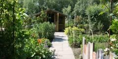 Jardines de estilo rural por Carla Wilhelm