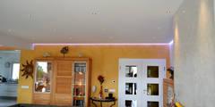 Estuque Veneziano: Salas de estar modernas por RenoBuild Algarve