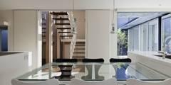 modern Dining room by 有限会社 橋本設計室