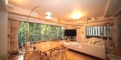 ねことりびんぐ K邸: 一級建築士事務所 かねまき・こくぼ空間工房が手掛けたリビングです。