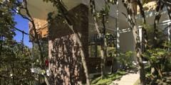Exterior fachada casa Azpeytia: Casas de estilo minimalista por Echauri Morales Arquitectos