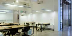 Estudios y despachos de estilo industrial de Paula Herrero | Arquitectura
