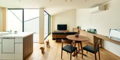 リビング、ダイニング: H建築スタジオが手掛けた家です。