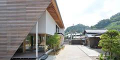 村国の切通し: 丸山晴之建築事務所が手掛けた家です。