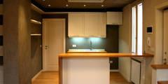 Cozinhas modernas por Architetto Luigi Pizzuti