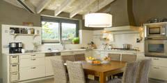 Cocinas de estilo rústico por DEULONDER arquitectura domestica