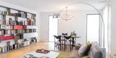 Rammendo di spazi e di memorie: Soggiorno in stile in stile Moderno di studio antonio perrone architetto