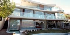 Preller Clifton: modern Houses by DV8 Architects