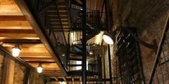 Estudios y oficinas de estilo industrial por Tabary Le Lay