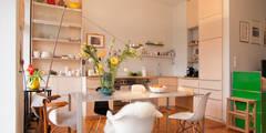 Küche aus hellem Holz in Berlin: skandinavische Küche von Berlin Interior Design