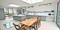 Laura Gompertz Interiors Ltd: klasik tarz tarz Mutfak