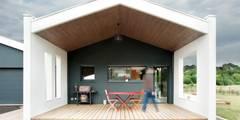 Maison Individuelle à Canéjan: Terrasse de style  par Plus Architectes