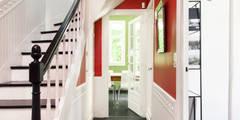 Rénovation d'une maison Tourangelle: Couloir, Entrée & Escaliers de style de style eclectique par MadaM Architecture