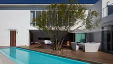 披露山_海の家: Mアーキテクツ 高級邸宅 豪邸 注文住宅 別荘建築 LUXURY HOUSES   M-architectsが手掛けた家です。