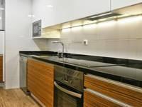 Cocina en madera de cebrano y blanca 1: Cocinas de estilo moderno de Cocinasconestilo.net