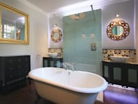 Hoxton Victorian Bathroom: eclectic Bathroom by Inara Interiors