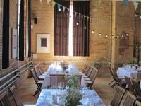 Dekoration einer Hochzeit:  Garage & Schuppen von Wunderschick