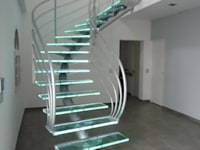 escalier design en verre:  de style  par La Stylique