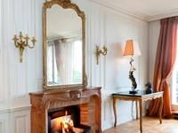 Appartement de standing haussmannien:  de style  par Finoptim