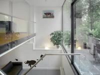 Sarphatipark te Amsterdam: moderne Kinderkamer door Architectenbureau Vroom