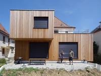 Dual Box: Maisons de style de style Moderne par Les Nouveaux Voisins