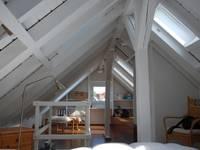 Ausgebauter Spitzboden: moderne Wohnzimmer von SIMONE JÜSCHKE INNEN ARCHITEKTUR