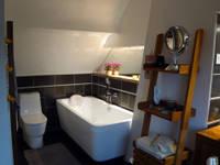 Extention par l'aménagement d'un grenier. Maison normande : Salle de bain de style de style Classique par Batbau'bio
