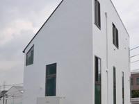 南西角: 清正崇建築設計スタジオが手掛けた家です。