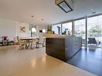 Bodenoberfläche doppo Ambiente Boden solido: moderne Wohnzimmer von IBOD Wand & Boden