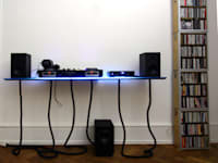 Frontansicht des DJ-Pults:   von     tritschler glasundform