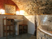 Casas de banho rústicas por Naro architettura restauro       'Dein Landhaus im Piemont'