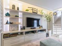 Sala de estar e TV: Salas multimídia ecléticas por Lo. interiores