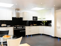 Cream and black kitchen:   by Kitchen Co-Ordnation