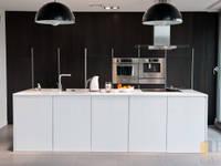 kuchnia biało-czarna: styl , w kategorii  zaprojektowany przez PPHU BOBSTYL