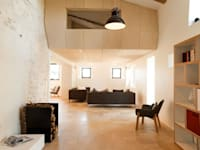 Transformation d'un moulin à eau: Salon de style de style Moderne par Plus Architectes