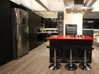COZINHA BLACK AND RED: Cozinhas minimalistas por Jean Felix Arquitetura