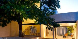 Gedung perkantoran by Arturo Campos Arquitectos
