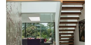 Sophie Nguyen Architects Ltd: modern tarz Koridor, Hol & Merdivenler