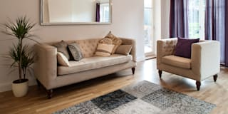 Show flat in Ascot, UK: modern Living room by Lujansphotography