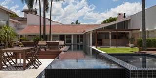 Lazer em Atibaia: Piscinas modernas por Nautilo Arquitetura & Gerenciamento