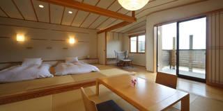 客室 うららかな音 : Room  URARAKANAOTO: TAKA建築設計室が手掛けたホテルです。