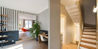 Maison individuelle Le Chesnay: Couloir, Entrée & Escaliers de style de style Moderne par Hélène de Tassigny