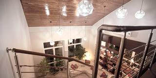 Двухуровневая квартира: Гостиная в . Автор – Александр Михайлик