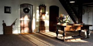 Pasillo, hall y escaleras de estilo  por Jörn Dreier photography
